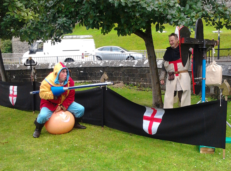 erwyd-conwy-jester-medieval-jousting