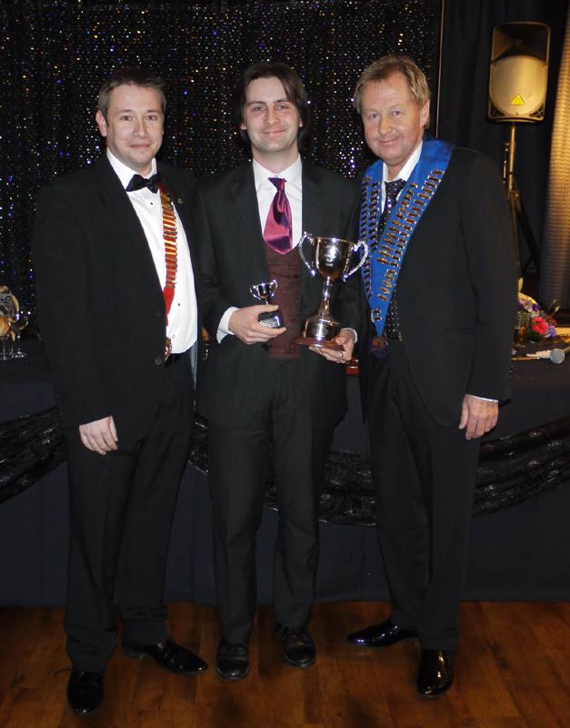 north-wales-magic-circle-close-up-trophy-presentation